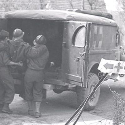 Caricando un'ambulanza: AFS con la Prima Armata Francese, 1944-1945